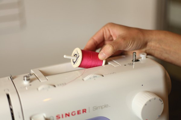 how to thread a sewing machine singer