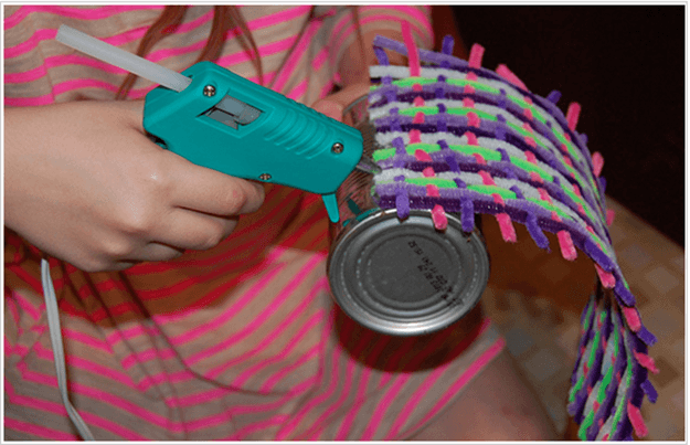 easy-cheap-homemade-kids-crafts-diy-woven-pipe-cleaner-cans