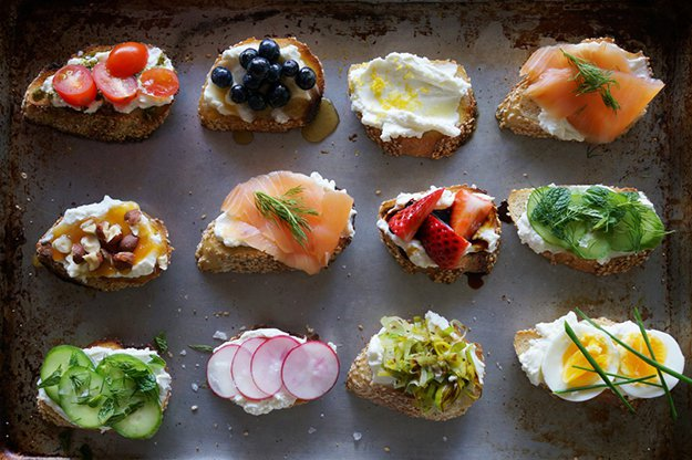 Many ways to make a ricotta crostini for a party