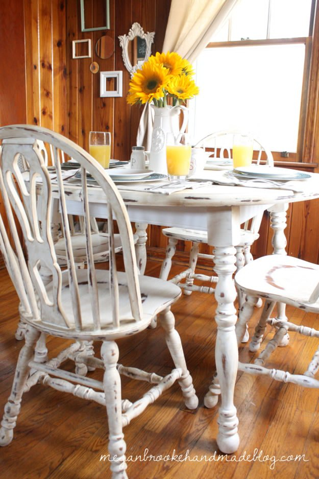 20 awesome chalk paint furniture ideas diy ready for Painted kitchen table ideas