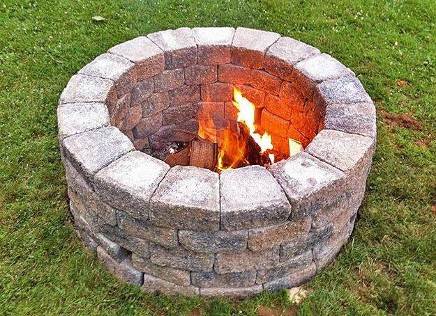 Easy diy fire pit ideas to spruce up your backyard for Easy way to build a fire pit
